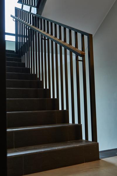 Balustrady klatek schodowych spawane z wypelnieniem pionowym 1