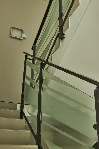 Balustrady klatek schodowych z szyba 1